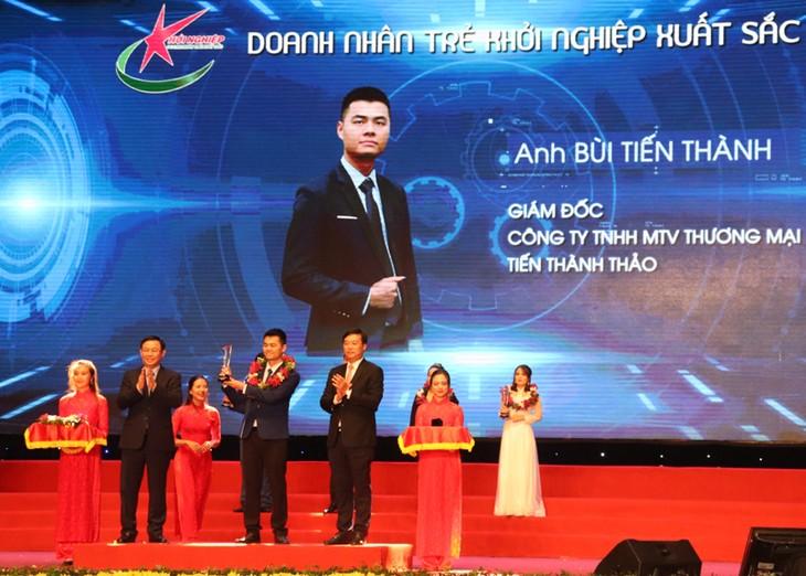 Vize-Premierminister Truong Hoa Binh nimmt an der Landeskonferenz des Verbands der jungen Unternehmer teil - ảnh 1