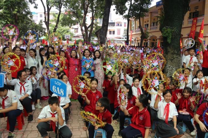 1000 Botschaften der Hanoier Schüler für Truong Sa zur Eröffnungsfeier des neuen Schuljahres - ảnh 2