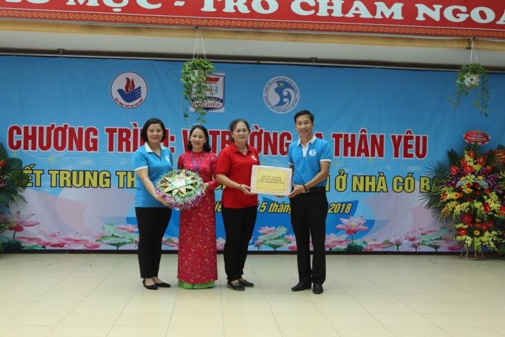 1000 Botschaften der Hanoier Schüler für Truong Sa zur Eröffnungsfeier des neuen Schuljahres - ảnh 11