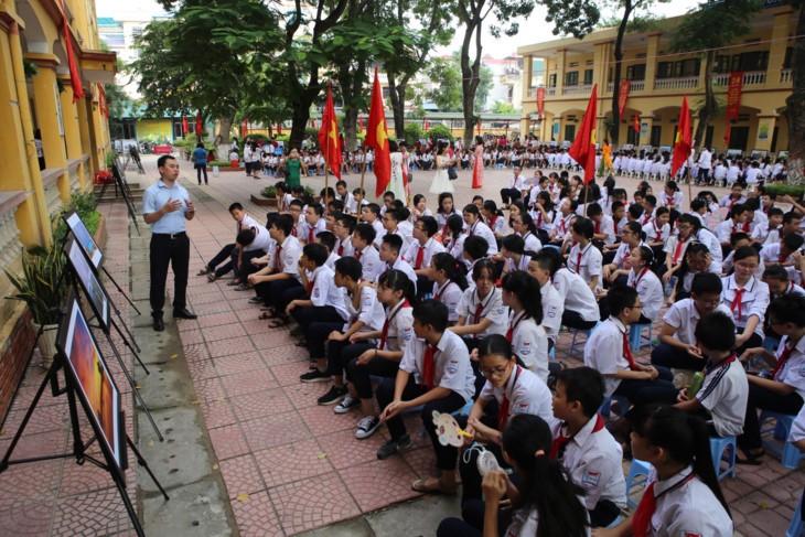 1000 Botschaften der Hanoier Schüler für Truong Sa zur Eröffnungsfeier des neuen Schuljahres - ảnh 4