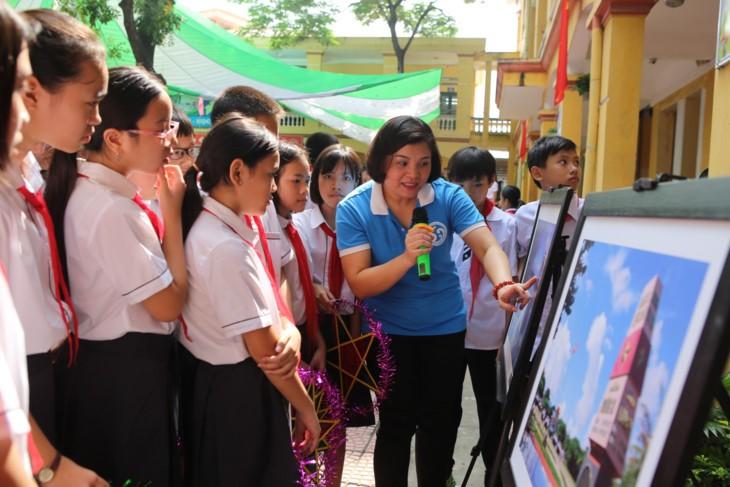 1000 Botschaften der Hanoier Schüler für Truong Sa zur Eröffnungsfeier des neuen Schuljahres - ảnh 5