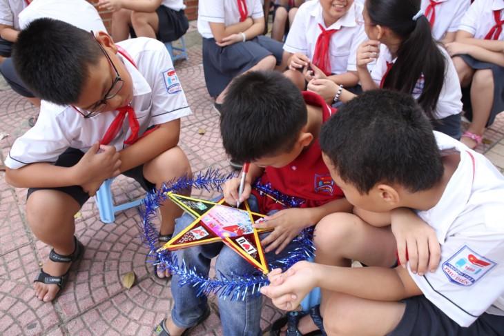 1000 Botschaften der Hanoier Schüler für Truong Sa zur Eröffnungsfeier des neuen Schuljahres - ảnh 7