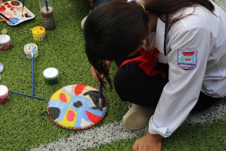 1000 Botschaften der Hanoier Schüler für Truong Sa zur Eröffnungsfeier des neuen Schuljahres - ảnh 9