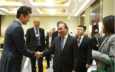 Premierminister Nguyen Xuan Phuc begrüßt globale Konzerne, die in Vietnam langfristig tätig sein wollen - ảnh 2