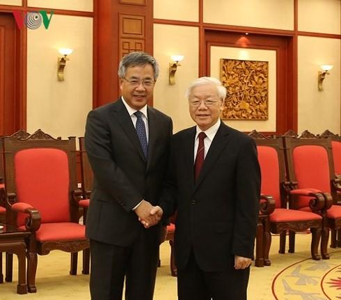 KPV-Generalsekretär Nguyen Phu Trong empfängt den chinesischen Vize-Premierminister Hu Chunhua - ảnh 1