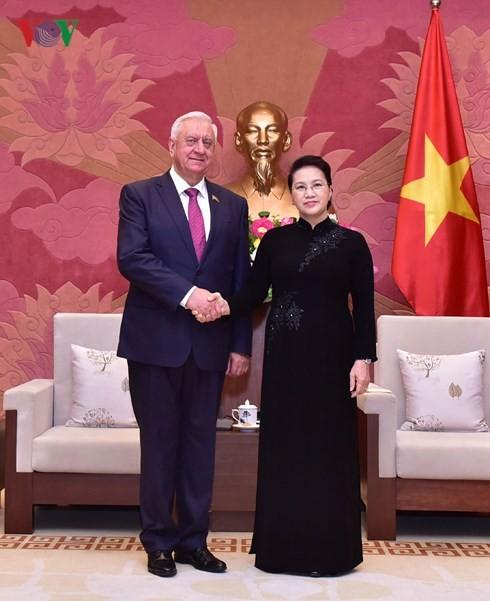 Parlamentspräsidentin Nguyen Thi Kim Ngan empfängt den Präsident des weißrussischen Senats  - ảnh 1