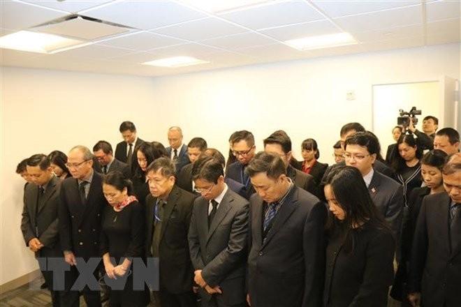 Vietnams Vertreutungen im Ausland organisieren Kondolenzbesuch des Staatspräsidenten Tran Dai Quang - ảnh 1