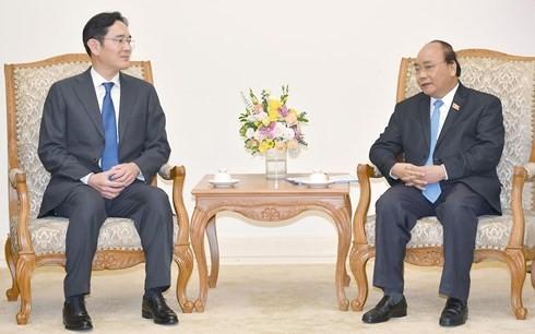 Vietnams Regierung schafft gute Bedingungen für Geschäftsaktivitäten des Konzerns Samsung  - ảnh 1