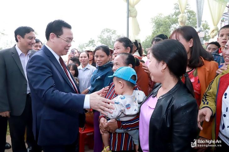 Vize-Premierminister Vuong Dinh Hue nimmt am Festtag der Solidarität in Nghe An teil - ảnh 1