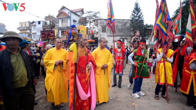Das Frühlingsfest im Dorf Nom - ảnh 2