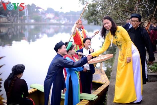 Das Frühlingsfest im Dorf Nom - ảnh 14