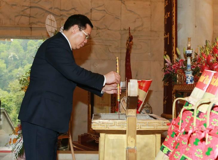 Vize-Premierminister Vuong Dinh Hue besucht die nationale historische Gedenkstätte Pac Bo - ảnh 1