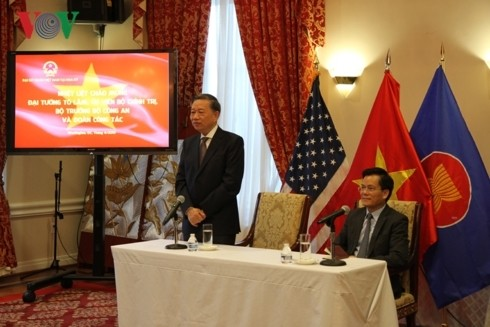 Minister für öffentliche Sicherheit To Lam besucht die vietnamesische Botschaft in den USA - ảnh 1