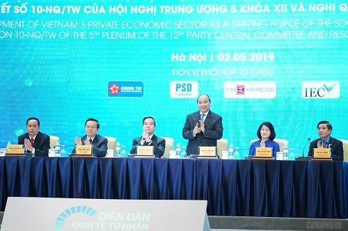 Premierminister Nguyen Xuan Phuc nennt Schlüsselwörter, um die Privatwirtschaft zu aktivieren - ảnh 1