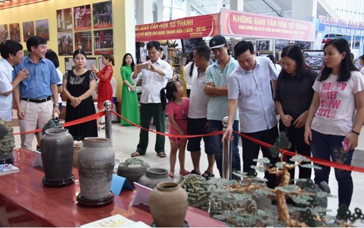 """Ausstellung """"Thanh Hoa früher und heute"""" weckt den Stolz auf die Tradition der Provinz Thanh Hoa - ảnh 1"""