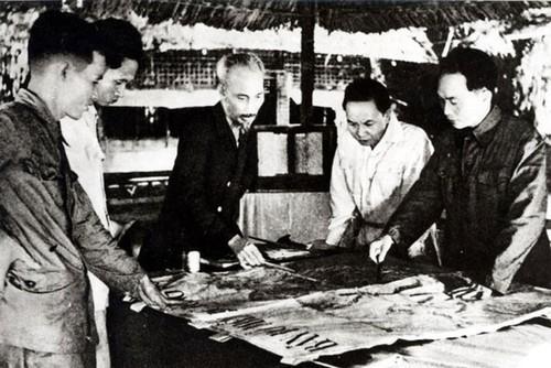 Archivbilder über Präsident Ho Chi Minh - ảnh 11
