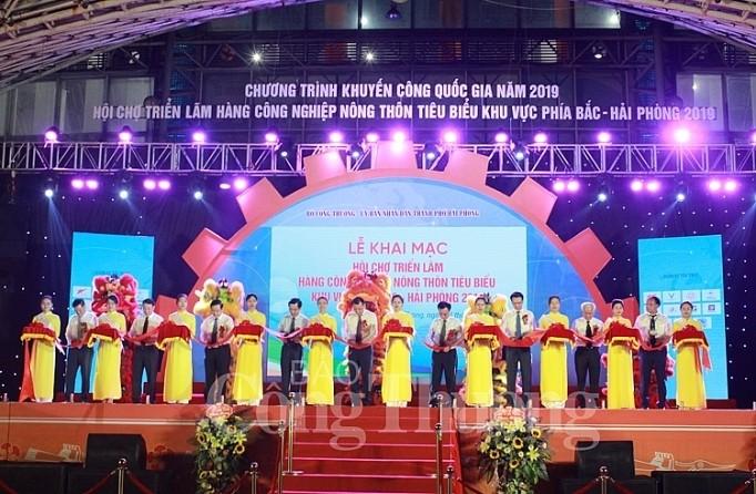 Messe der für die nordvietnamesischen ländlichen Gebiete typischen Industriegüter eröffnet - ảnh 1