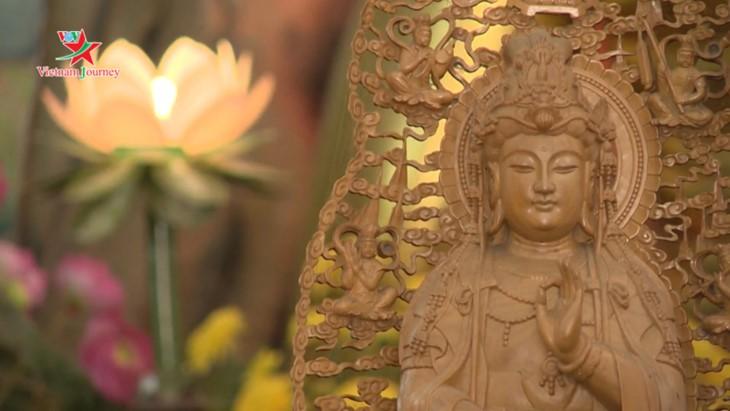 Die Schönheit der Lotusblumen im Sommer in Vietnam genießen - ảnh 7