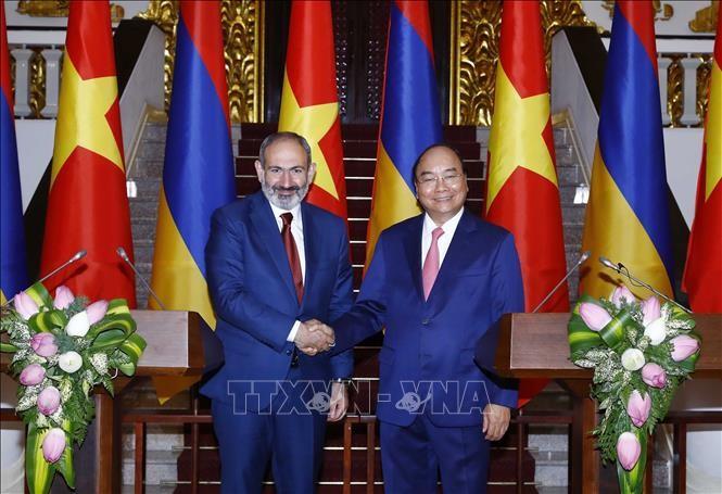 Premierminister Nguyen Xuan Phuc führt Gespräch mit seinem armenischen Amtskollegen - ảnh 1
