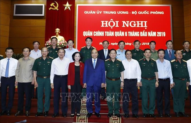 Premierminister Nguyen Xuan Phuc nimmt an der Bilanzkonferenz der Armee teil - ảnh 1