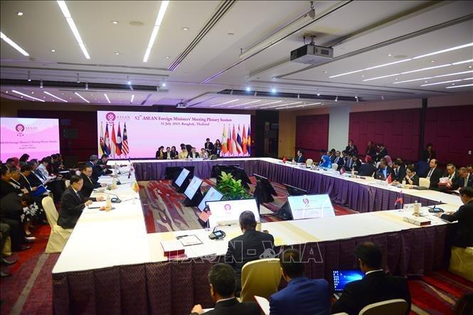 ASEAN-Außenminister diskutieren viele Fragen in der Region - ảnh 1