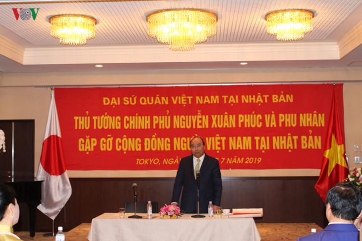 응우옌 쑤언푹총리 재일본 베트남인 공동체 및 전문가와 교류 - ảnh 1