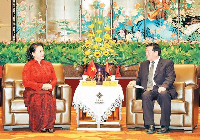 응우옌 티 낌 응언 국회의장, 중국 장쑤성 공산당 서기 접견 - ảnh 1