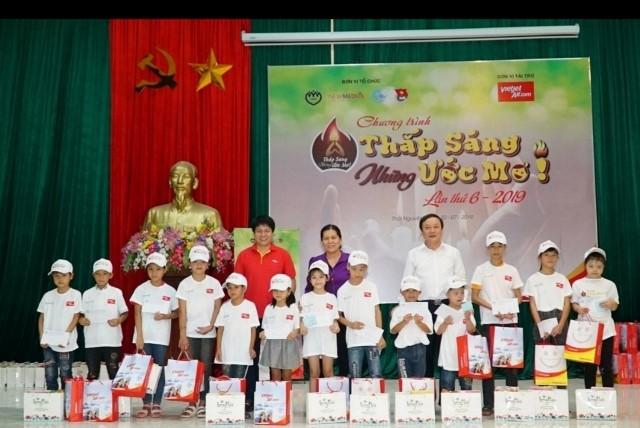베트남 비엣젯항공, 불우 아동들의 꿈을 밝혀 - ảnh 1