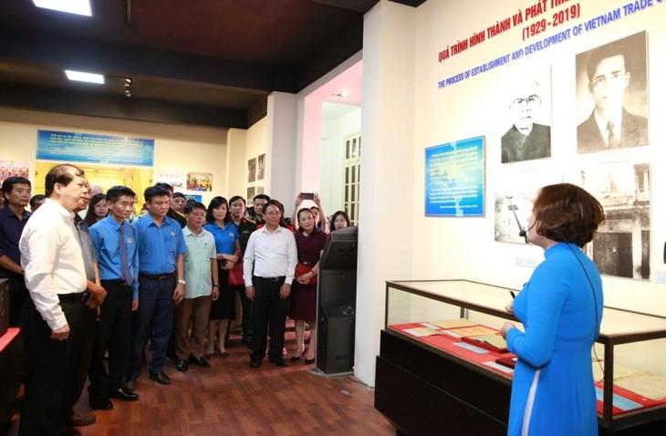 베트남 노동조합의 90 년 역사적 이정표를 되돌아 보는 특별 전시회 - ảnh 1