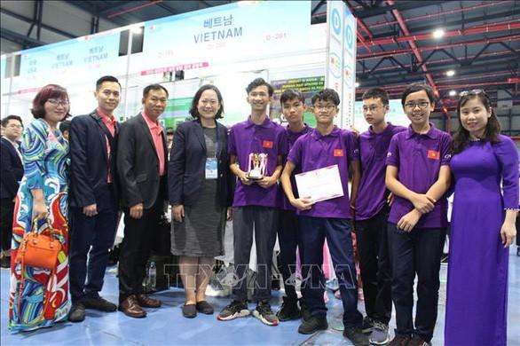 베트남 학생, 세계발명창의 올림픽에서 금메달 수상 - ảnh 1