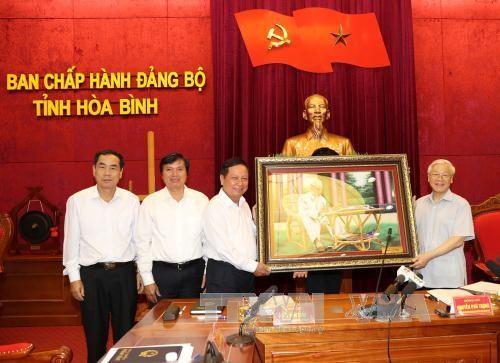 អគ្គលេខាបក្សលោក Nguyen Phu Trong អញ្ជើញទៅបំពេញការងារនៅខេត្ត Hoa Binh - ảnh 1