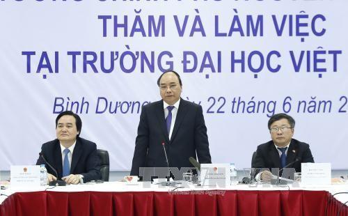 នាយករដ្ឋមន្ត្រីលោក Nguyen Xuan Phuc បំពេញការងារនៅមហាវិទ្យាល័យ Viet Duc - ảnh 1