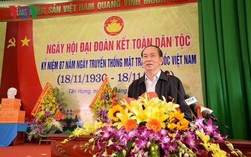 ប្រធានរដ្ឋលោក Tran Dai Quang អញ្ជើញចូលរួមមហាស្រពមហាសាមគ្គីជាតិនៅខេត្ត Bac Giang - ảnh 1