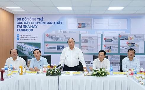 នាយករដ្ឋមន្រ្តីលោក Nguyen Xuan Phuc អញ្ជើញទៅទស្សនាគម្រោងការណ៍ រោងចក្រកែច្នៃកសិផលនៅខេត្ត Tay Ninh - ảnh 1