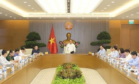 គណកម្មាធិការអចិន្ត្រៃយ៍រដ្ឋាភិបាលបើកកិច្ចប្រជុំសម្រាប់ត្រៀមរៀបចំឲ្យសន្និសីទ WEF-ASEAN ២០១៨ - ảnh 2