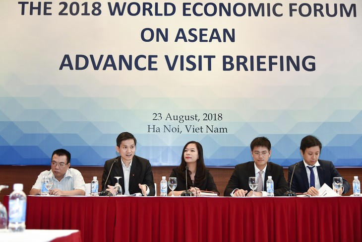 វៀតណាមទទួលស្វាគមន៍គណៈប្រតិភូនាំមុខរបស់ WEF ASEAN 2018 នៅទីក្រុងហាណូយ - ảnh 1