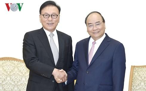 នាយករដ្ឋមន្រ្តីលោក Nguyen Xuan Phuc ទទួលជួបអគ្គកុងស៊ុលកិត្តិយសវៀតណាមប្រចាំតំបន់ Busan – Kyeongnam នៃប្រទេសកូរ៉េខាងត្បូង - ảnh 1