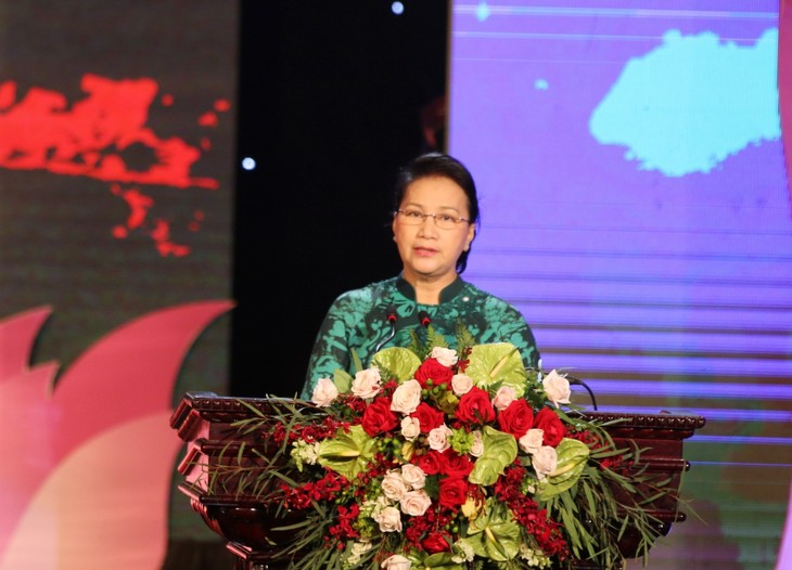 """ប្រធានរដ្ឋសភាវៀតណាម លោកស្រី Nguyen Thi Kim Ngan អញ្ជើញចូលរួមកម្មវិធី """"ព្រំដែនពោរពេញទៅដោយចំណងមិត្តភាព"""" - ảnh 1"""