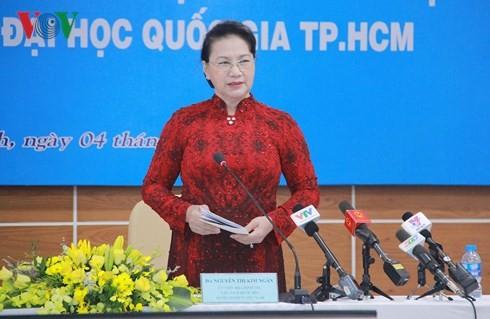 ប្រធានរដ្ឋសភា Nguyen Thi Kim Ngan  ទៅបំពេញទស្សនកិច្ចការងារនៅសាកលវិទ្យាល័យជាតិហូជីមិញ - ảnh 1