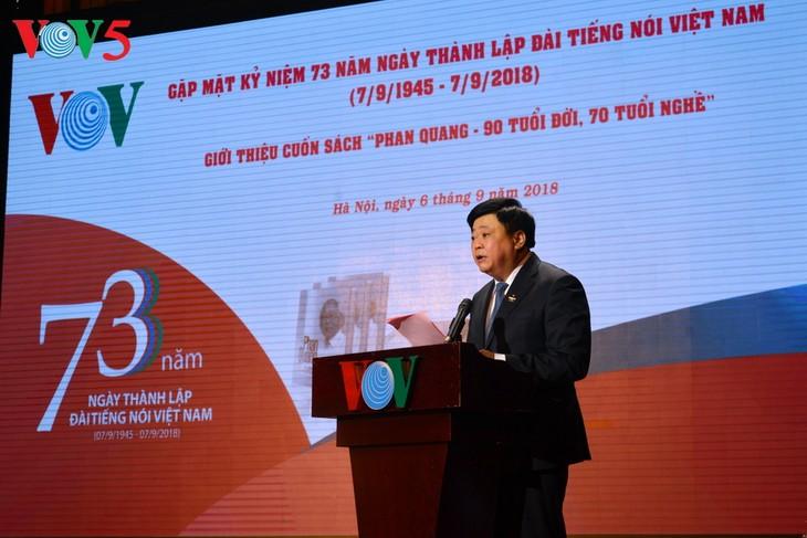"""ការជួបមុខរំលឹកខួបលើកទី៧៣ទិវាបង្កើតវិទ្យុសម្លេងវៀតណាមនិងឧទ្ទេសនាមសៀវភៅ """"Phan Quang - អាយុជីវិត៩០ឆ្នាំ អាយុអាជីព៧០ឆ្នាំ"""" - ảnh 1"""