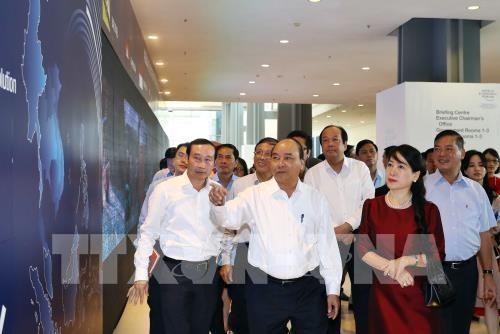 នាយករដ្ឋមន្រ្តីវៀតណាមលោក Nguyen Xuan Phuc អញ្ជើញទៅពិនិត្យមើលការត្រៀមរៀបចំសម្រាប់ WEF-ASEAN 2018 - ảnh 1