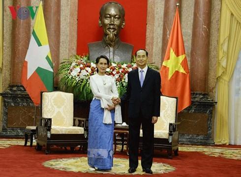 ប្រធានរដ្ឋវៀតណាមលោក Tran Dai Quang ទទួលជួយជាមួយទីប្រឹក្សារដ្ឋមីយ៉ាន់ម៉ាលោកស្រី Aung San Suu Kyi - ảnh 1