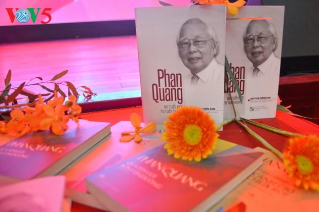 """អ្នកកាសែត Phan Quang តាមរយៈសៀវភៅ៖ Phan Quang៖ អាយុ៩០ឆ្នាំដែលមានអតីតភាពការងារដល់៧០ឆ្នាំ"""" - ảnh 1"""