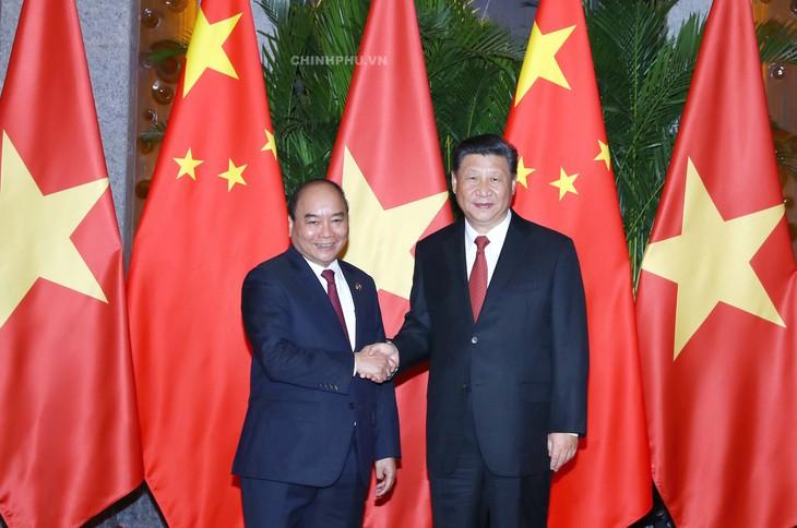 នាយករដ្ឋមន្ត្រីវៀតណាម លោក Nguyen Xuan Phuc អញ្ជើញជួបសម្តែងការគួរសមនិងពិភាក្សាការងារជាមួយអគ្គលេខា ប្រធានរដ្ឋចិន លោក Xi Jinping - ảnh 1