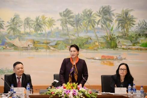 ប្រធានរដ្ឋសភាវៀតណាមលោកស្រី Nguyen Thi Kim Ngan អញ្ជើញទទួលជួបសន្ទនាជាមួយសហគ្រិនវ័យក្មេង - ảnh 1