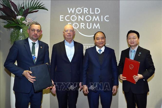 នាយករដ្ឋមន្ត្រីវៀតណាម លោក Nguyen Xuan Phuc អញ្ជើញទទួលជួបទ្វេភាគីនៅខាងក្រៅកិច្ចប្រជុំ WEF Davos 2019 - ảnh 1
