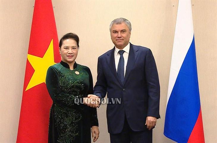ប្រធានរដ្ឋសភាវៀតណាមលោកស្រី Nguyen Thi Kim Ngan អញ្ជើញជួបសវនាការជាមួយប្រធាន Duma ជាតិរុស្ស៊ី លោក Vyacheslav Volodin  - ảnh 1