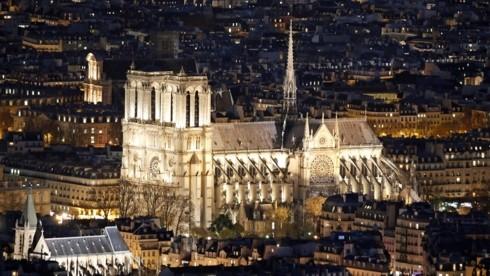 ប្រធានាធិបតីបារាំងមានគោលបំណងចង់សាងសង់ ព្រះវិហារ Notre Dame ឡើងវិញក្នុងរយៈពេល ៥ ឆ្នាំ - ảnh 1
