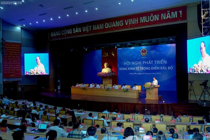 នាយករដ្ឋមន្រ្តីវៀតណាមលោក Nguyen Xuan Phuc: តំបន់សេដ្ឋកិច្ចសំខាន់នៅភាគខាងជើងត្រូវរក្សាដ៏រឹងមាំនូវតួនាទីជាមជ្ឈមណ្ឌលសេដ្ឋកិច្ច - ảnh 1