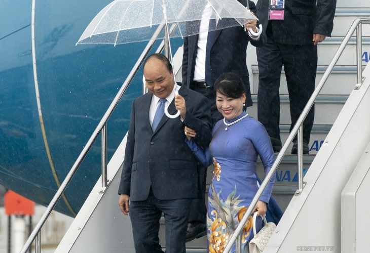 នាយករដ្ឋមន្រ្តីវៀតណាមលោក Nguyen Xuan Phuc អញ្ជើញទៅដល់ទីក្រុង Osaka ចាប់ផ្ដើមដំណើរចូលរួមកិច្ចប្រជុំកំពូល G20 - ảnh 1